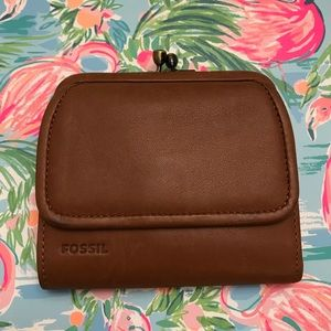 NWOT Fossil Brown Leather Wallet w/ Clasp Tri-fold